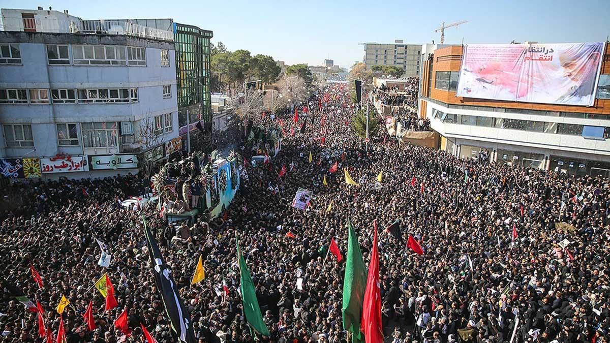 بر اثر ازدحام و تراکم انبوه جمعیت در مراسم تشییع پیکر سردار شهید قاسم سلیمانی در کرمان تعدادی از هموطنان جان خود را از دست دادند